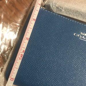 Coach Bags - NEW COACH corner zip wristlet/wallet